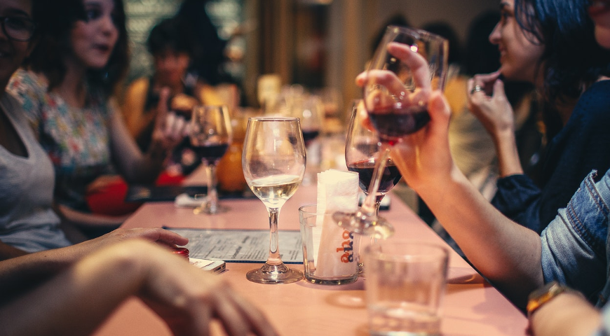 Impreza firmowa – co wolno, a co nie?