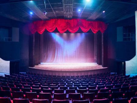 Oprawa sceniczna eventu – jak zachwycić gości?